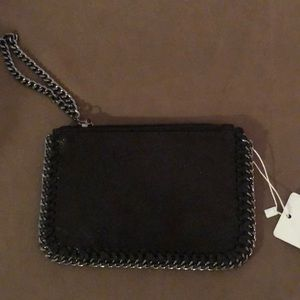Handbags - NWT wristlet in black with chain design!!